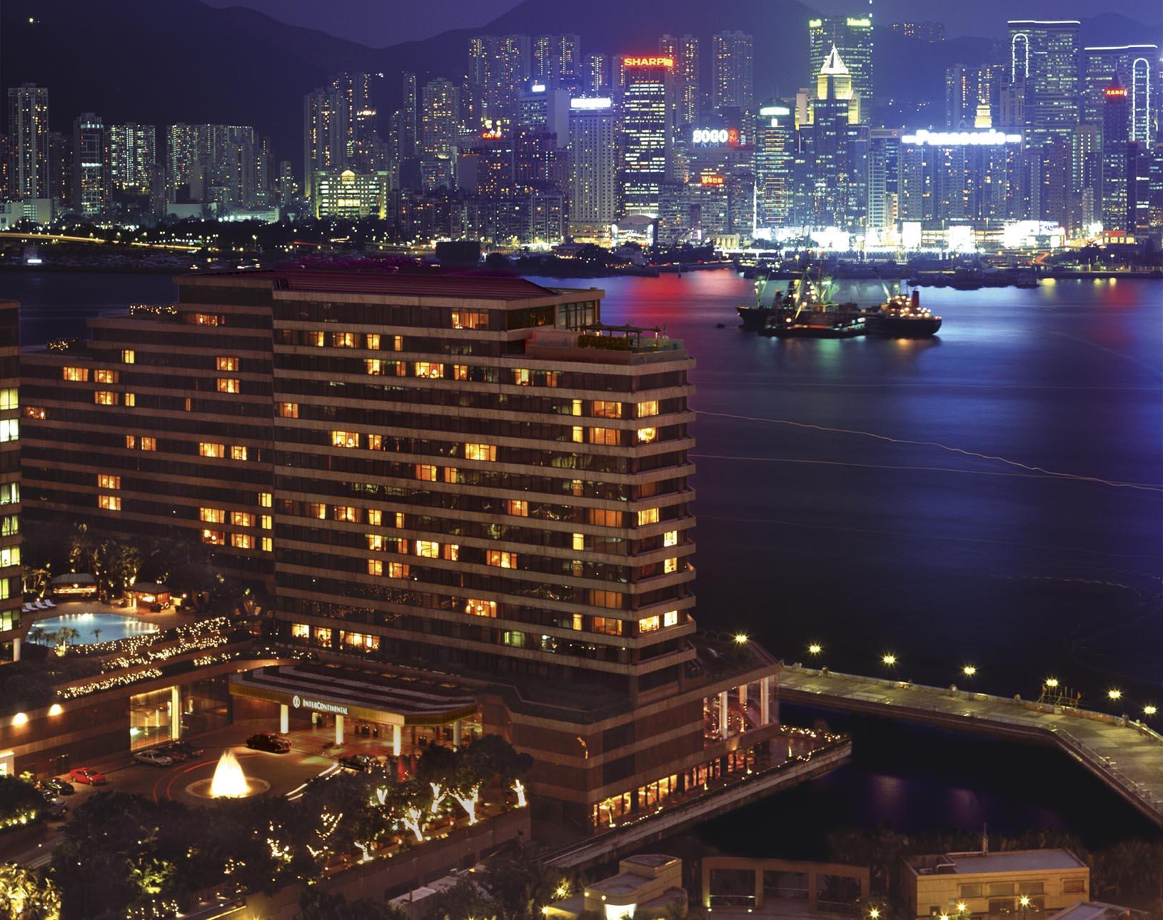InterContinental_Hong_Kong_Exterior_(Night)_2007